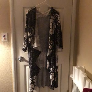 Large Lularoe black and white floral Shirley